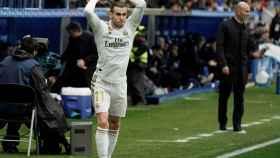 Gareth Bale ejecuta rápido un saque de banda para iniciar un ataque del Real Madrid