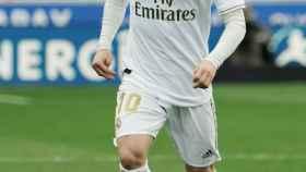 Luka Modric controlando el balón