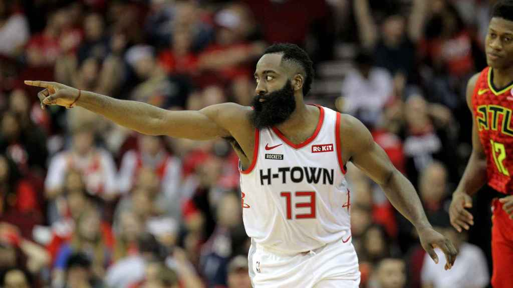 James Harden, ante Atlanta