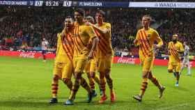 Los jugadores del Barcelona celebran el único gol del partido