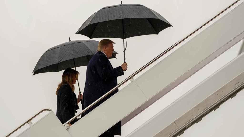 Donald y Melania Trump embarcan en el Air Force One que les ha llevado a Londres