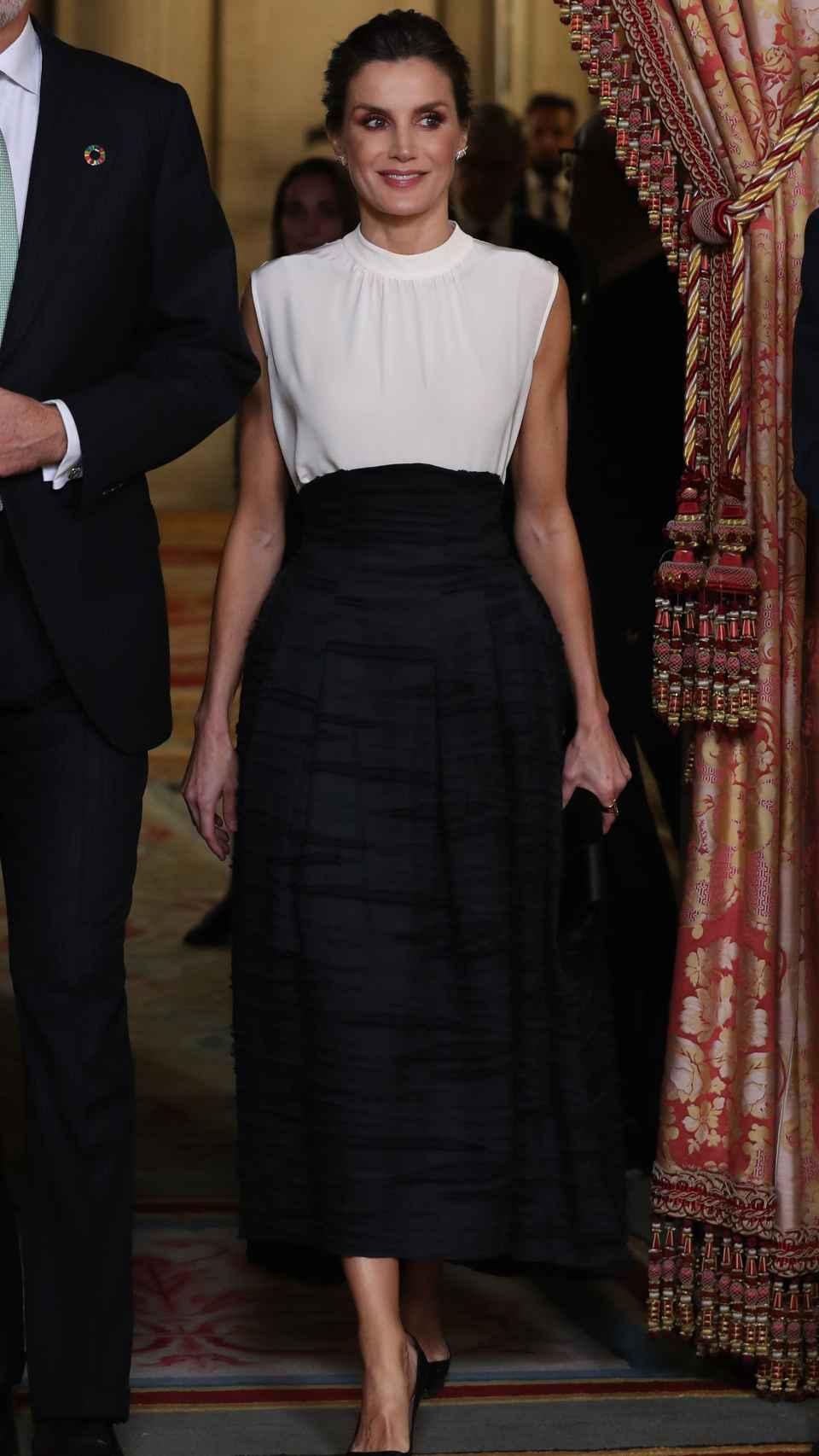 Letizia ha lucido una falda de la colección 'Conscious' de H&M.