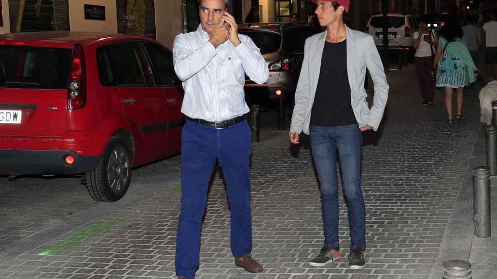 Camilo Blanes Ornelas por las calles de Madrid tras la muerte de su padre.