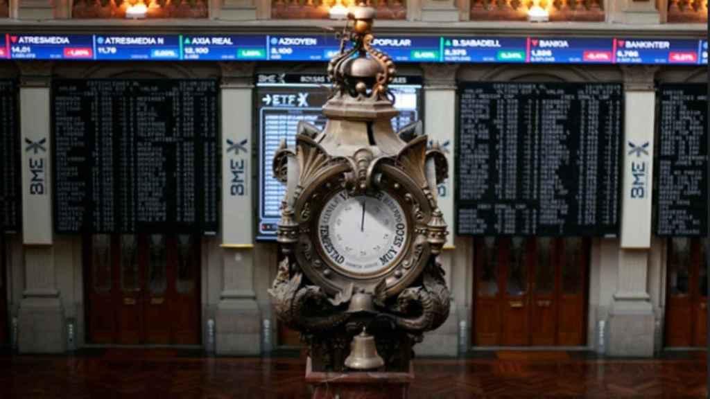 Reloj del parqué de la Bolsa de Madrid.