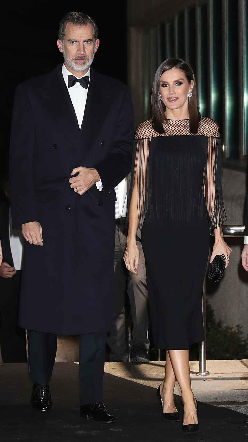 El vestido negro palabra de honor de la Reina.