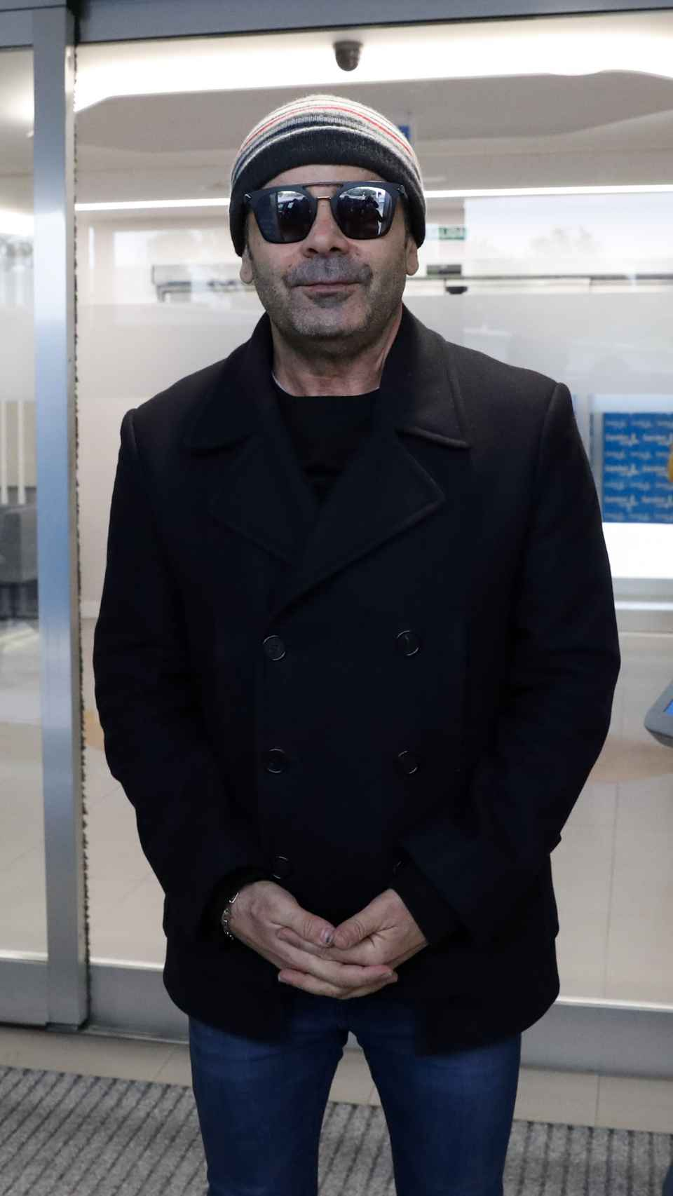 Jorge Javier Vázquez no ha dudado en posar ante los medios de comunicación a su salida del hospital.