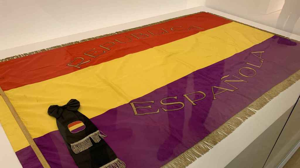 Bandera republicana con la que se cubrió el ataúd de Azaña.