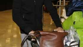 Cayetano Rivera a su llegada al aeropuerto Adolfo Suárez Madrid Barajas.