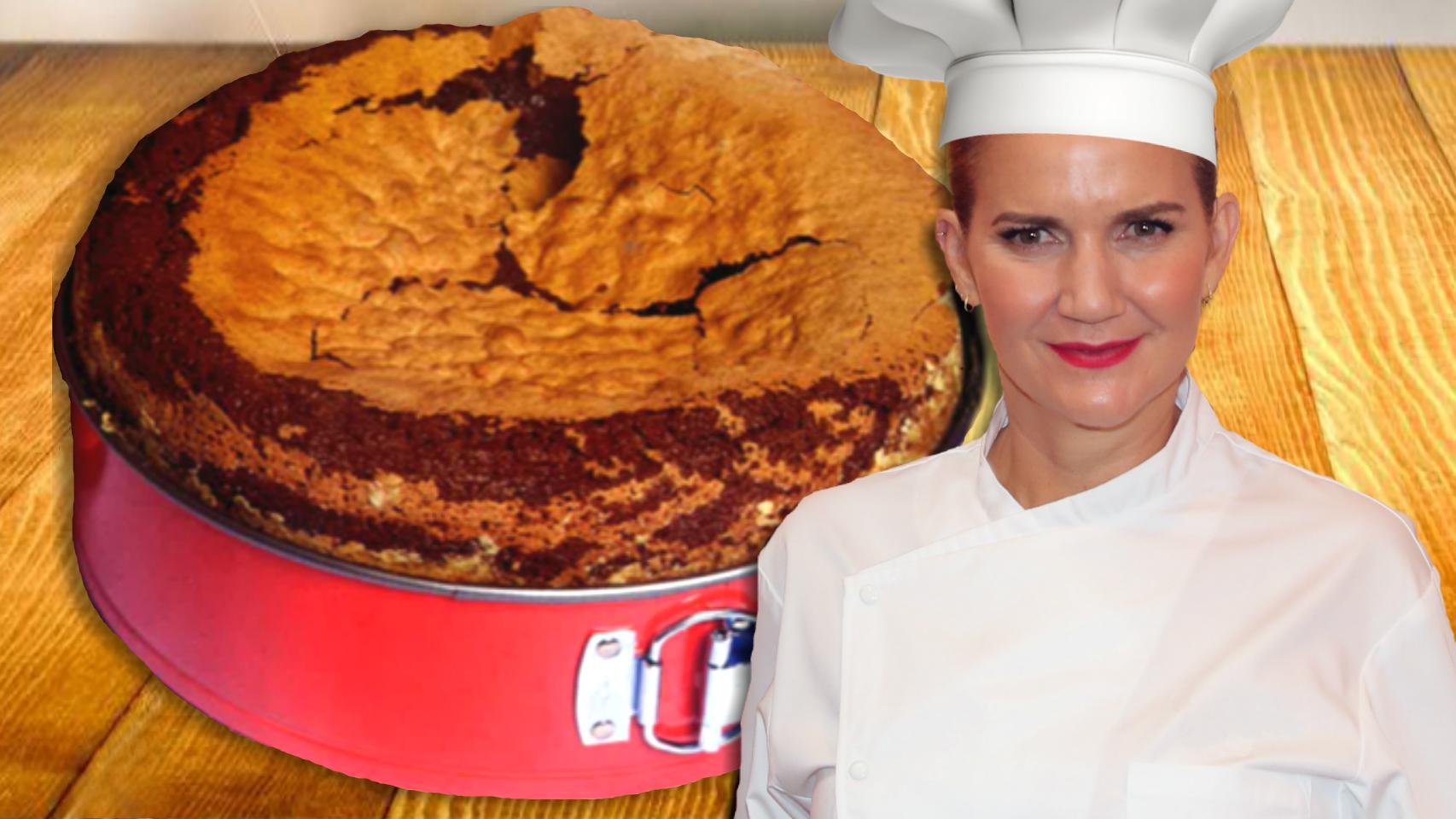 Samantha Vallejo-Nágera en un montaje de JALEOS con el bizcocho de chocolate.