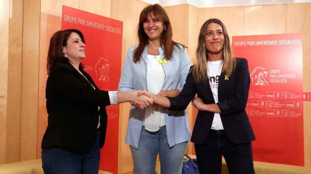 Adriana Lastra junto a Laura Borràs y Míriam Nogueras el pasado mes de junio.