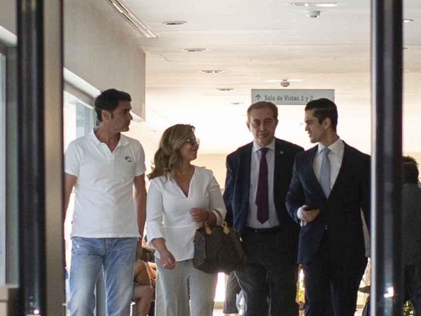 Jesulín de Ubrique, María José Campanario y su equipo de abogados abandonado los juzgados de Arcos de la Frontera.