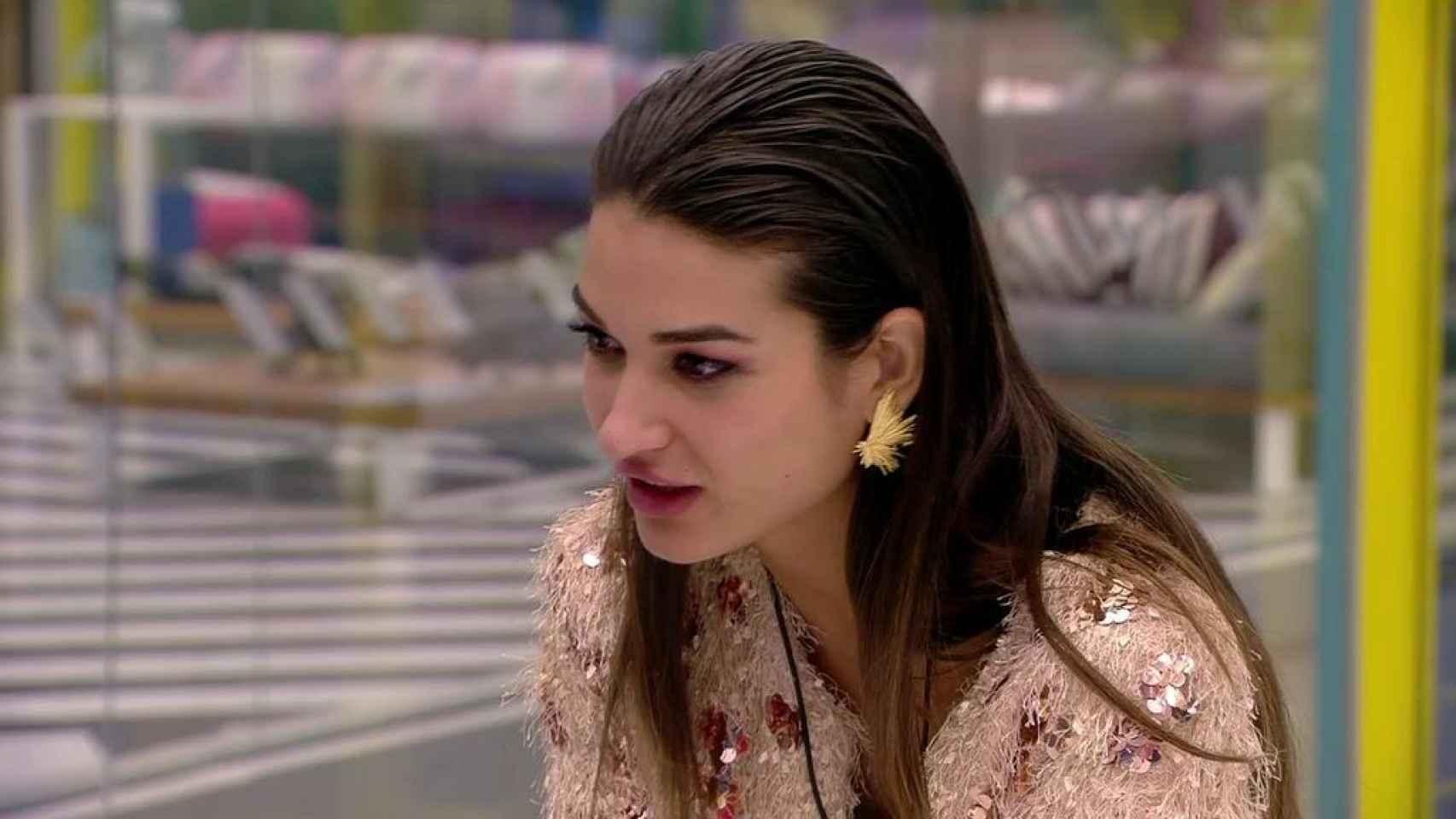 Las indirectas de Kiko y Sofía sobre la actitud de Diego fuera de la casa han causado dudas en Estela.