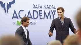Rafa Nadal, junto a Roger Federer en su academia