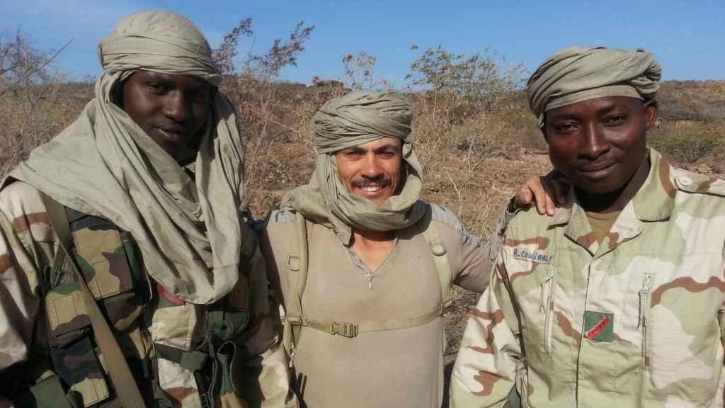 Rubén Juárez, con un turbante para protegerse de las tormentas de arena del norte de Mali.