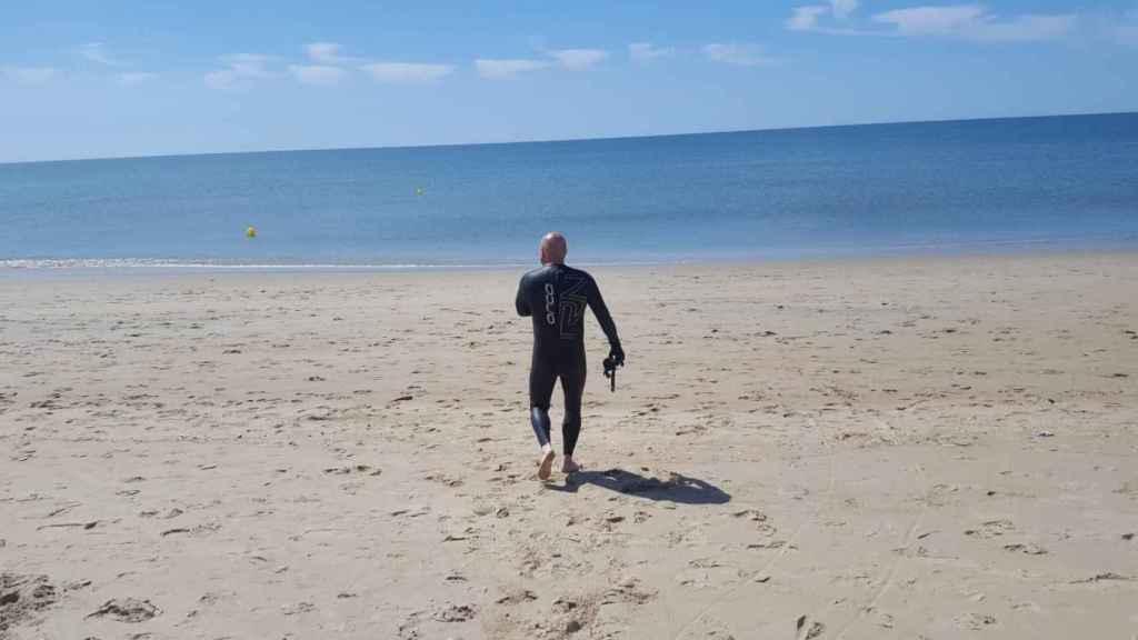 Rehabilitación nadando en el Cantábrico.