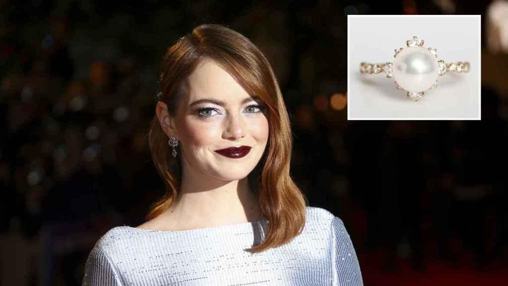 Emma Stone y su espectacular anillo de compromiso.