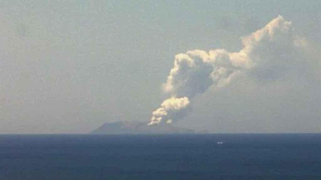 El volcán Whakaari en Nueva Zelanda.