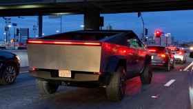 Ver al Tesla Cybertruck en la calle es surrealista
