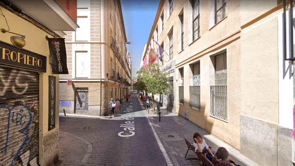El cuerpo fue encontrado en la Calle de la Palma con la Costanilla de San Vicente en el barrio de Malasaña (Madrid).