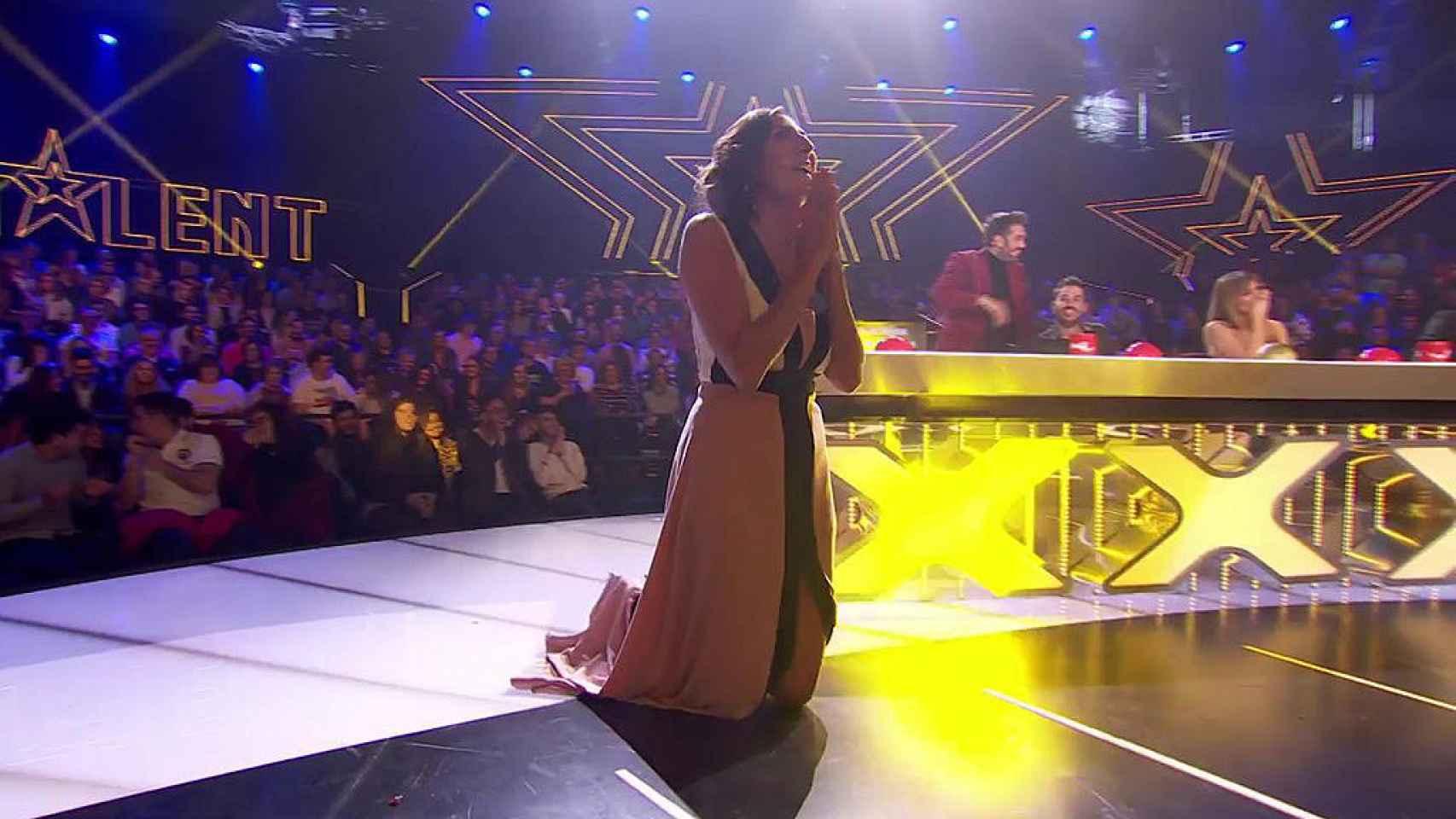 Paz Padilla se arrodillaba tras pulsar el botón dorado sin el consenso de sus compañeros.