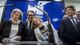 Ortega, apoyada en Artur Mas, el 13 de marzo de 2017, tras la condena por el 9N.