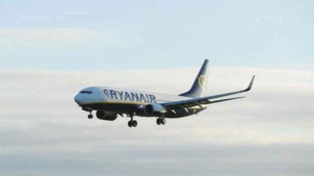 El avión despega de Barcelona a primera hora de la mañana todos los lunes.