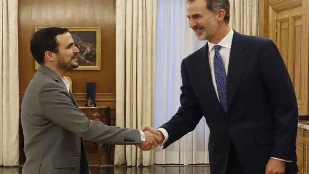Alberto Garzón se reúne con el Rey en La Zarzuela.