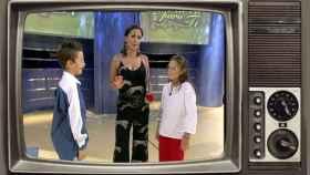 Isabel Gemio junto a unos participantes de 'Hay una carta para ti', en un montaje de JALEOS.
