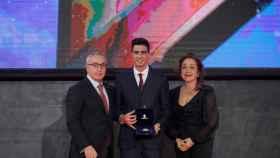 Joel González recibe la Orden Olímpica del COE de manos de Alejandro Blanco