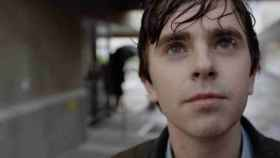Freddie Highmore, en un fotograma de 'The Good Doctor' (Telecinco)