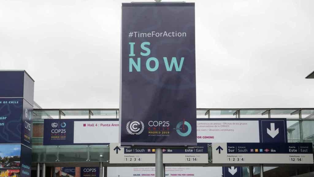 Cartel de la COP25 en el que se lee Time for action is now ('Ahora es el momento de actuar').