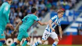 Busquets y Odegaard, durante un momento del partido