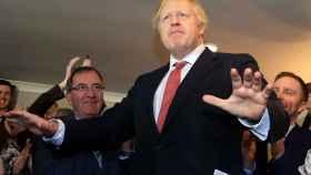 Boris Johnson visita Paul Howell, uno de los parlamentarios conservadores elegidos en distritos del noreste de Inglaterra, zonas tradicionalmente laborista.