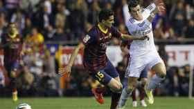 Bartra y Bale durante el segundo gol de la final de la Copa del Rey en 2014