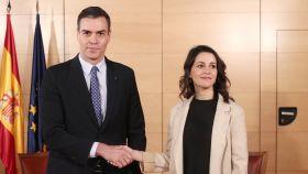 Pedro Sánchez junto a Inés Arrimadas durante su reunión en el Congreso.