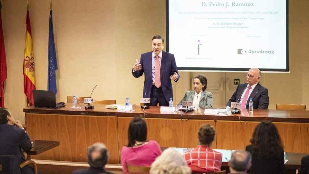 Pedro J. Ramírez, Victoria Prego y Aldo Olcese.