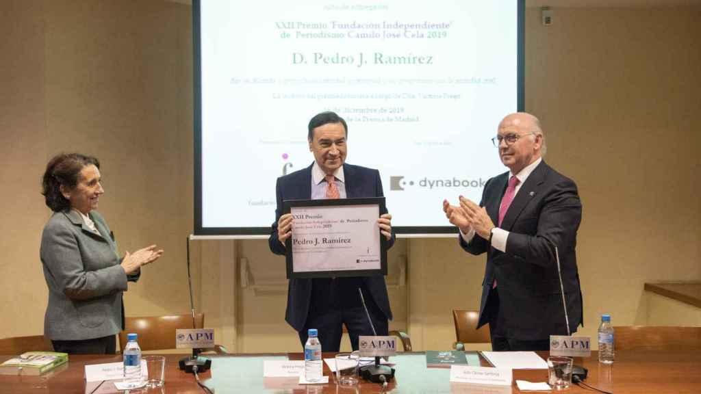 Pedro J. Ramírez al recibir el Premio 'Fundación Independiente' de Periodismo en la sede de la Asociación de Prensa de Madrid (APM).