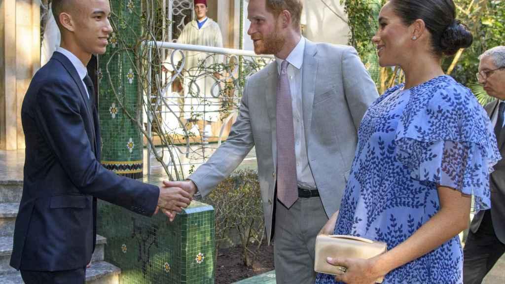 Moulay Hassan con Harry de Inglaterra y Meghan Markle.