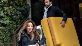 María Patiño y su marido, Ricardo Rodríguez, haciendo la mudanza, en una imagen de archivo.