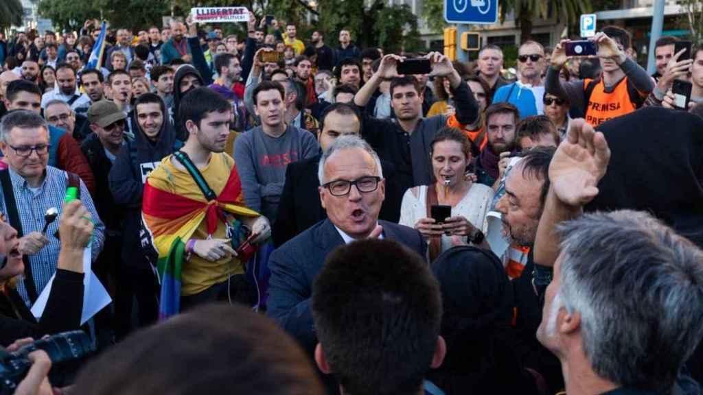 Algunos manifestantes independentistas  agreden a los invitados a los premios Princesa de Girona.