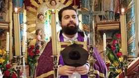 Francisco Gómez-Canoura es párroco en Baio, en el municipio de Zas