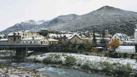 Un pueblo nevado en el Pirineo oscense. EP.