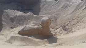 La esfinge hallada en la necrópolis de Tuna el-Yebel.