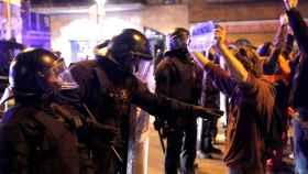 Los Mossos en los alrededores del Camp Nou