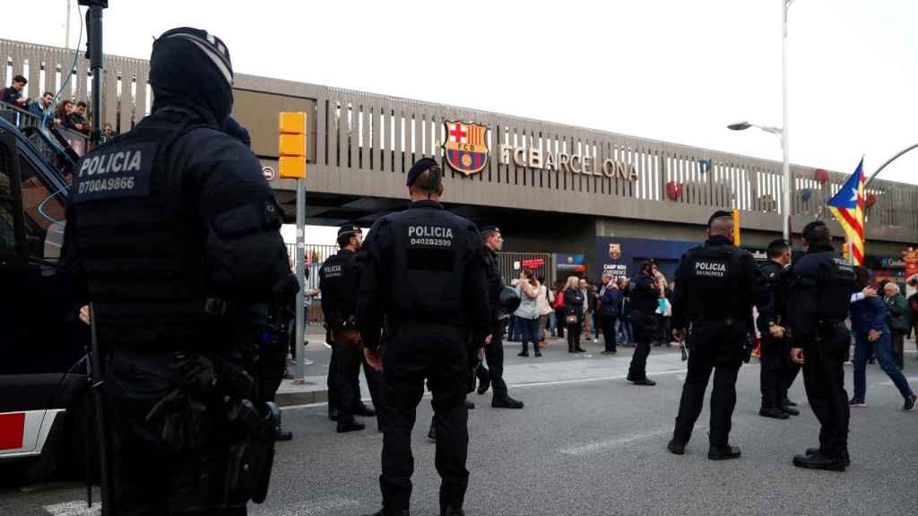 Manifestaciones independentistas junto al Camp Nou antes del comienzo de El Clásico