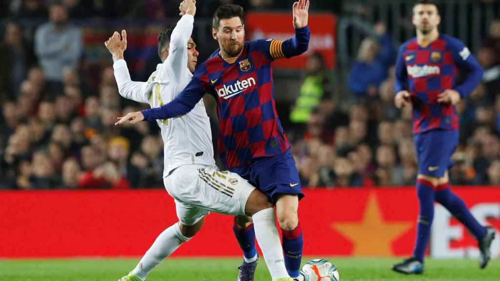 Leo Messi presionado Casemiro