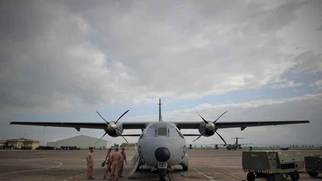 La vida de los militares españoles en Sigonella gira en torno al avión D-4 Vigma.