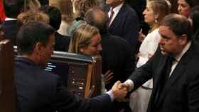 Sánchez saluda a Junqueras en el inicio de la XIII legislatura en el Congreso