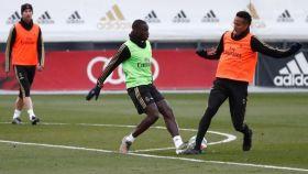 Sergio Ramos, Ferland Mendy y Eder Militao, en un entrenamiento