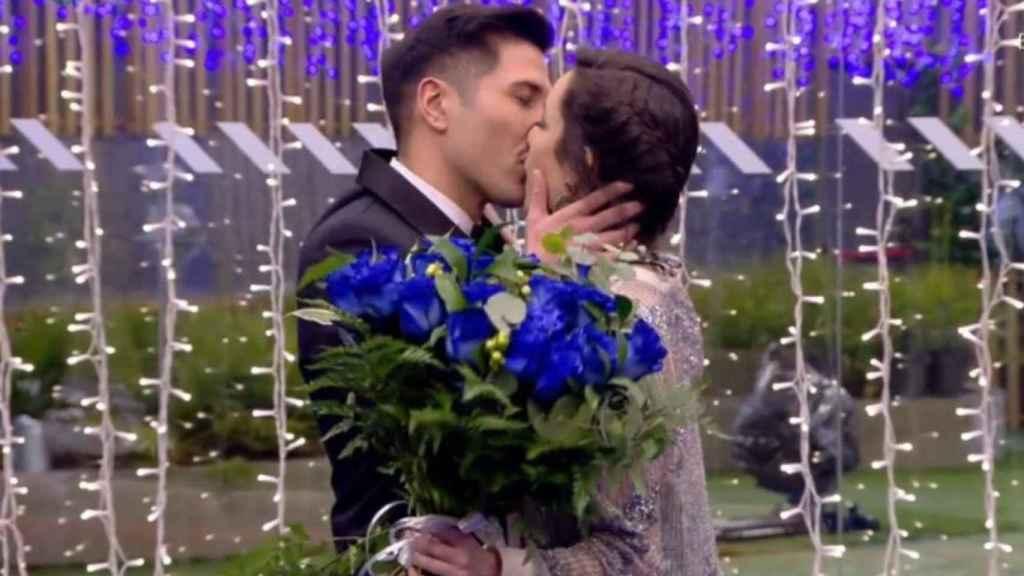 Gianmarco besando a Adara en la final de 'GH VIP 7'.